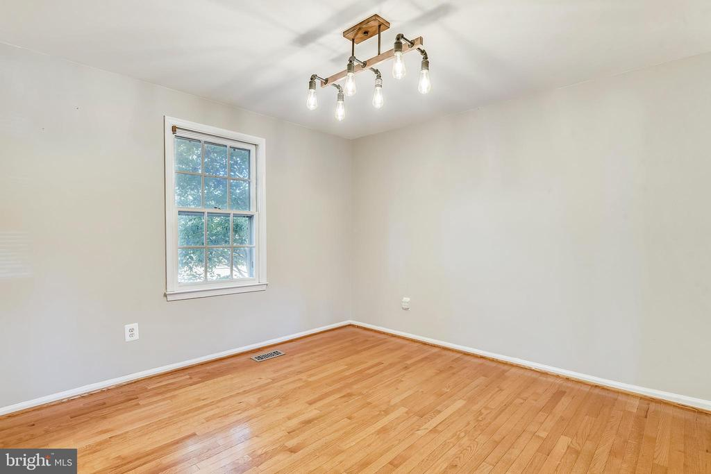 LARGE DINING AREA WITH LIGHT AND  HARDWOODS! - 14564 WOODLAND RIDGE DR, CENTREVILLE