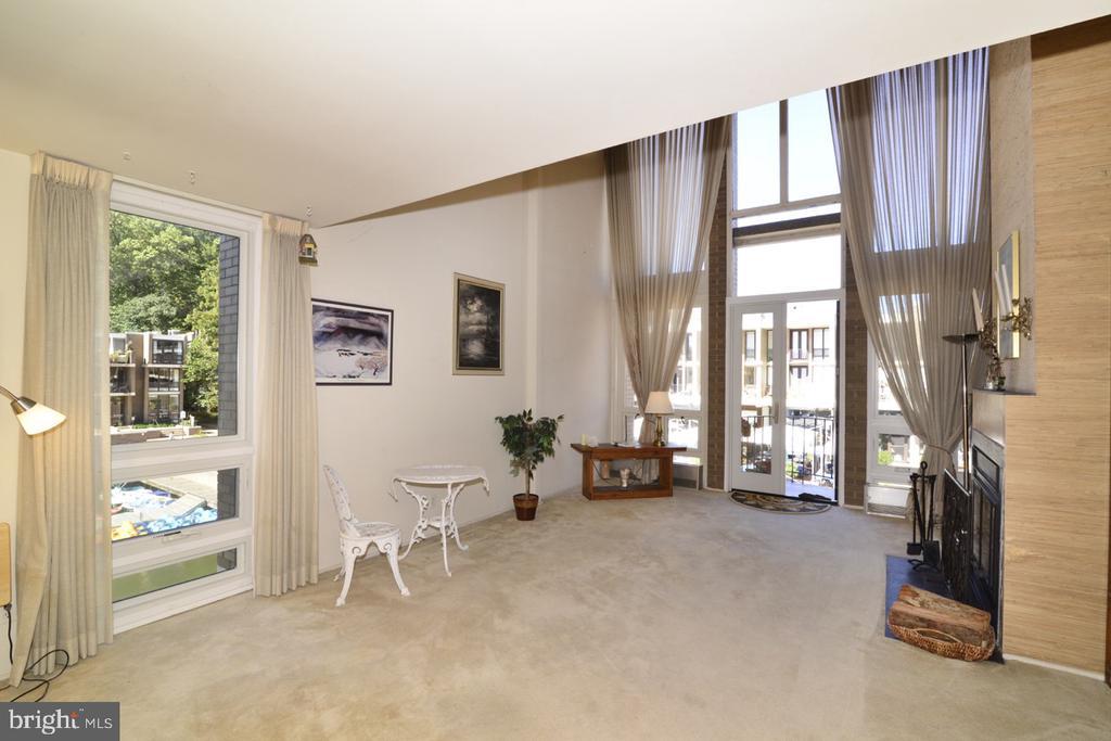Living Room - 1656 CHIMNEY HOUSE RD #1656, RESTON