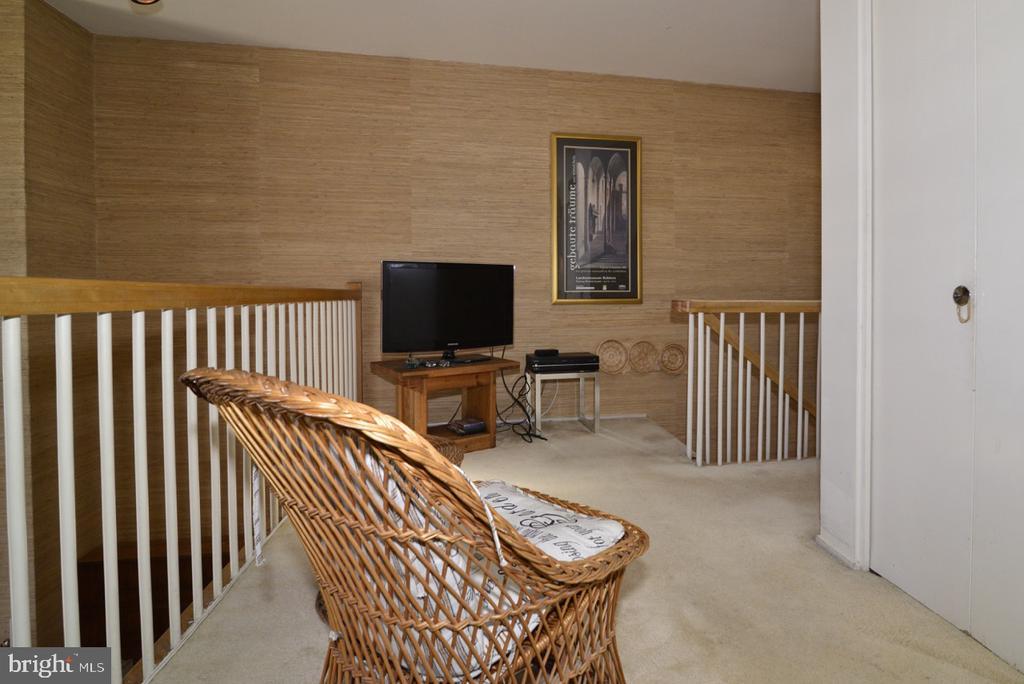 Loft - 1656 CHIMNEY HOUSE RD #1656, RESTON