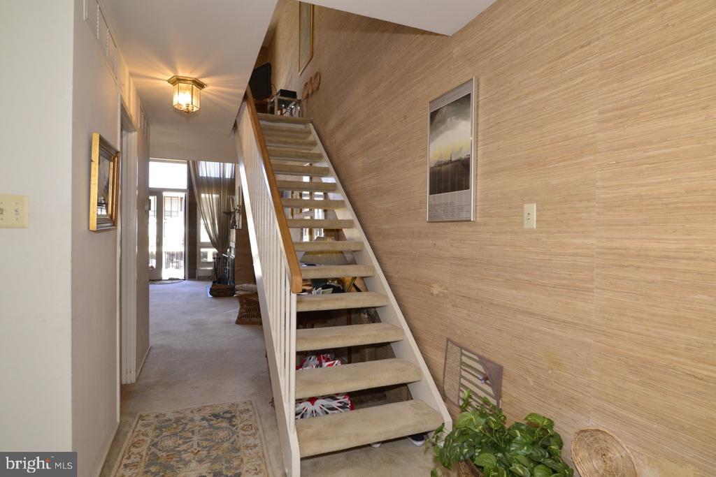 Front Hallway - 1656 CHIMNEY HOUSE RD #1656, RESTON