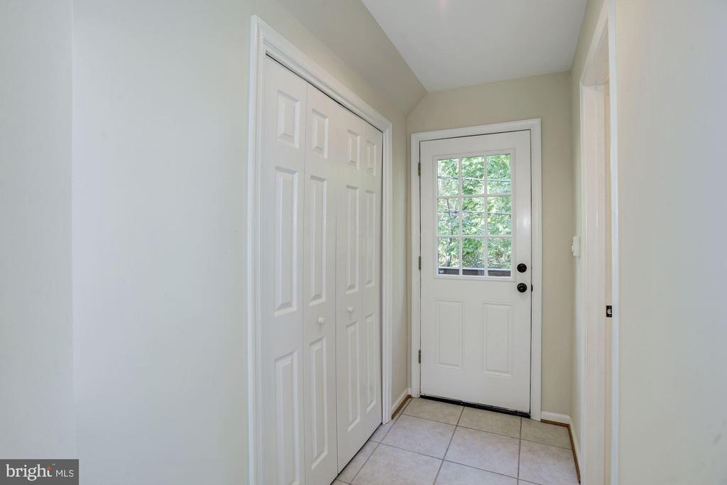 Room above garage - 4507 16TH ST N, ARLINGTON