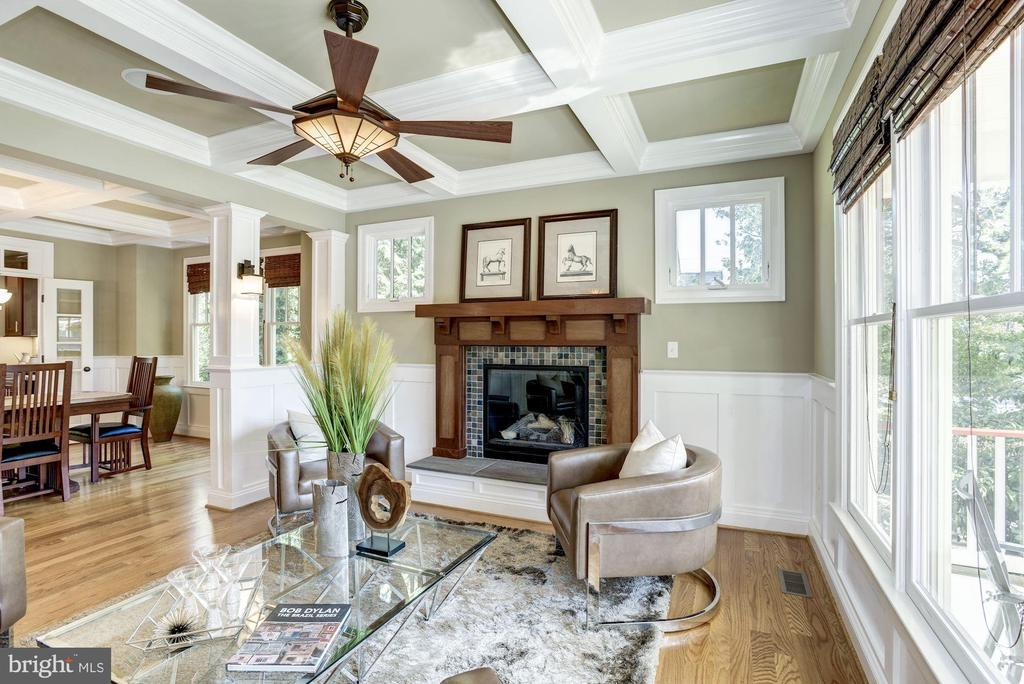 Inviting living room w/fireplace - 4507 16TH ST N, ARLINGTON