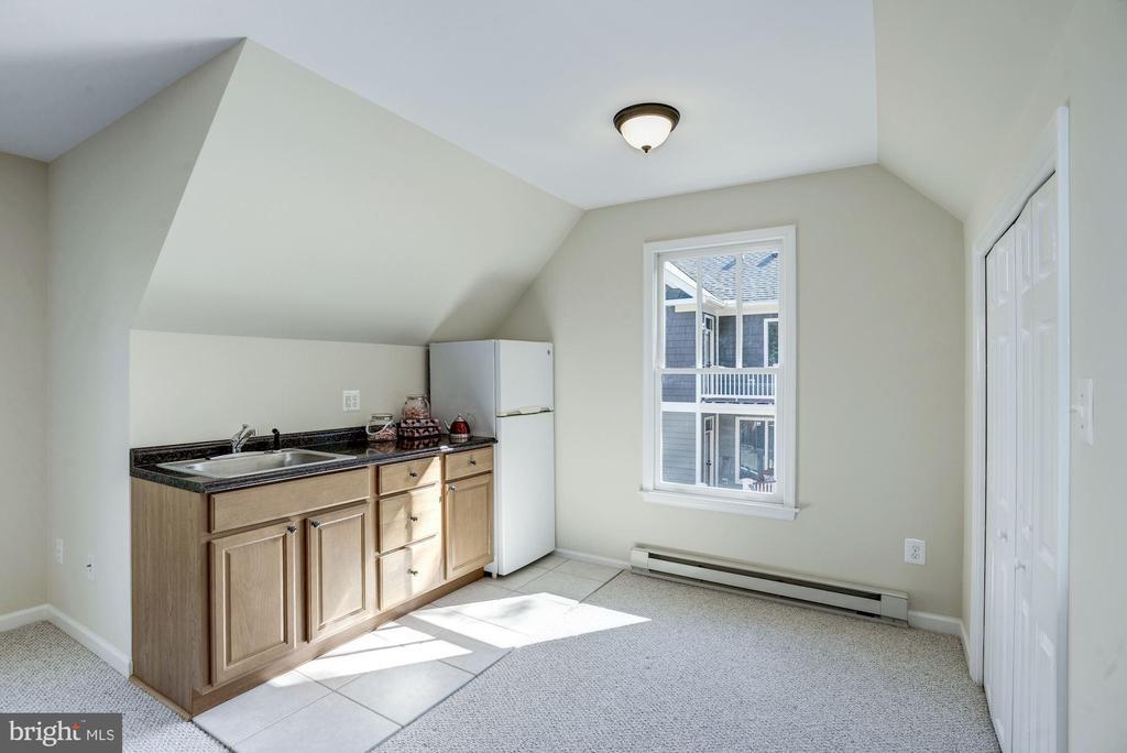 Kitchenette above garage - 4507 16TH ST N, ARLINGTON