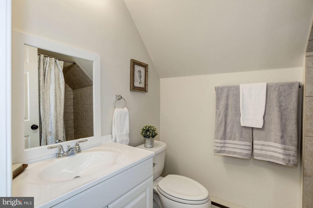 Full Bath - 4507 16TH ST N, ARLINGTON