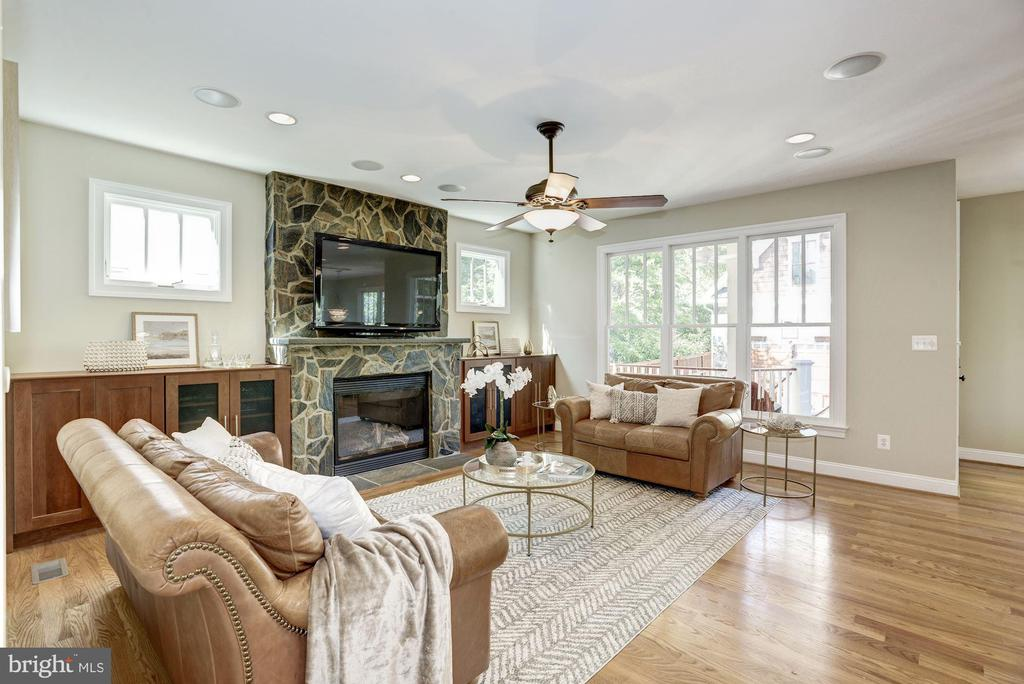Family Room off Kitchen w/Stone fireplace - 4507 16TH ST N, ARLINGTON