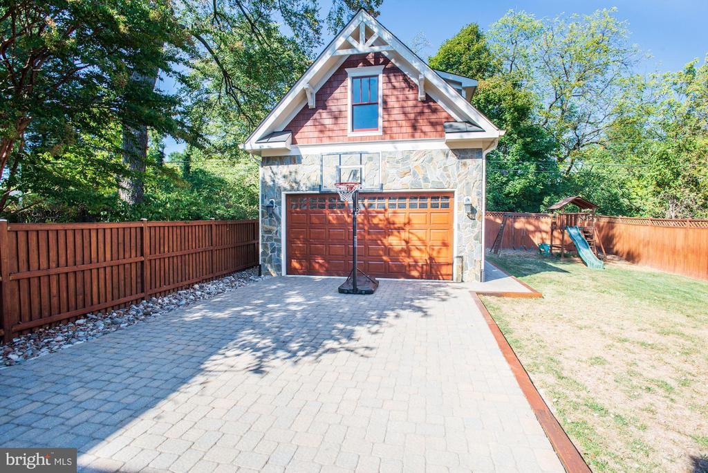 Fully Fenced Backyard w/Paver Driveway - 4507 16TH ST N, ARLINGTON