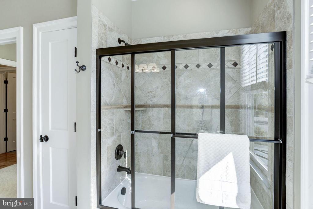 Upgraded bathrooms - 4507 16TH ST N, ARLINGTON