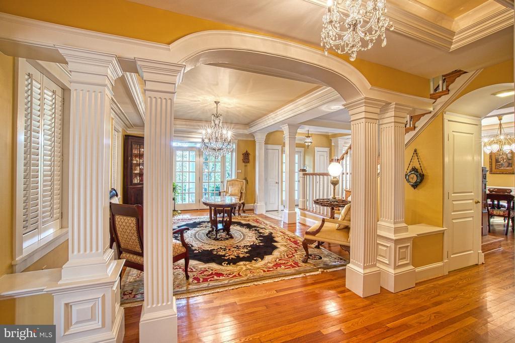 Formal living room can be formal dining room - 3812 MILITARY RD, ARLINGTON