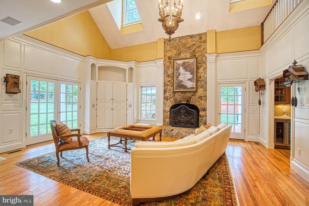 Family room opens to the rear gardens - 3812 MILITARY RD, ARLINGTON