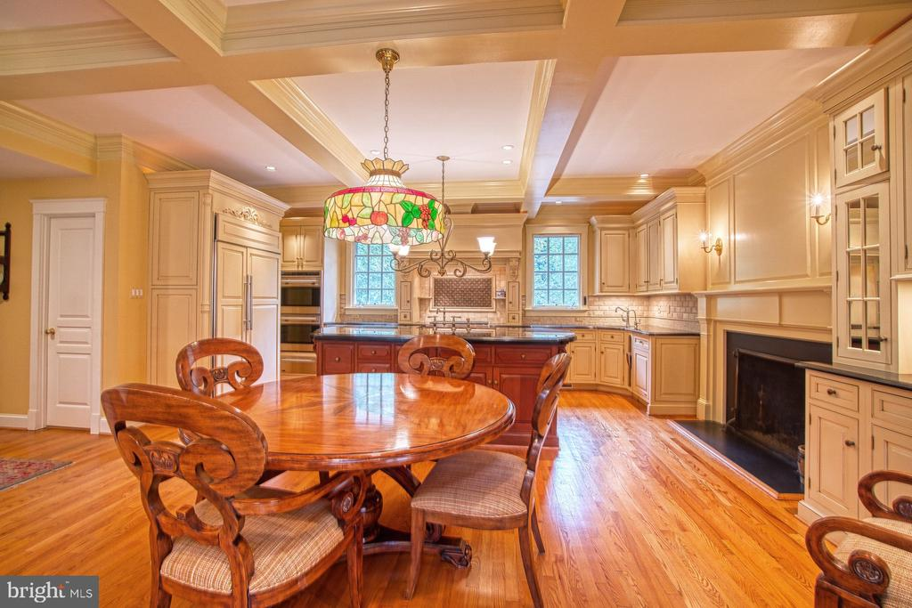 Coffered ceiling detailing - 3812 MILITARY RD, ARLINGTON