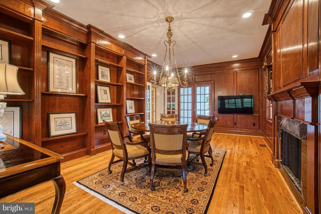 Another view of the main level library/home office - 3812 MILITARY RD, ARLINGTON