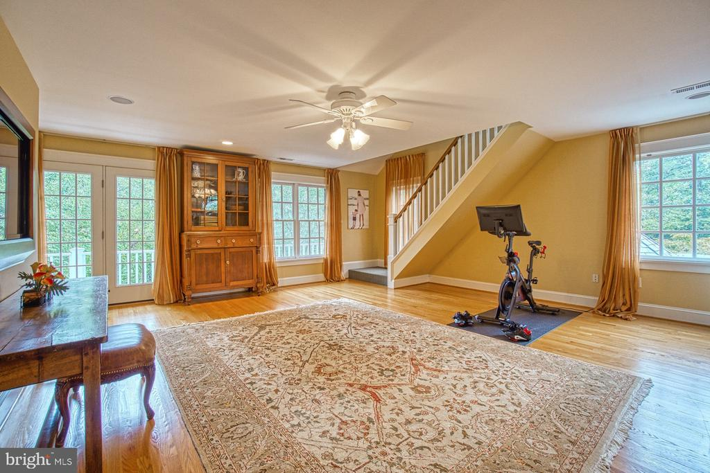 Upper level family room w/ stairs to 3rd level - 3812 MILITARY RD, ARLINGTON