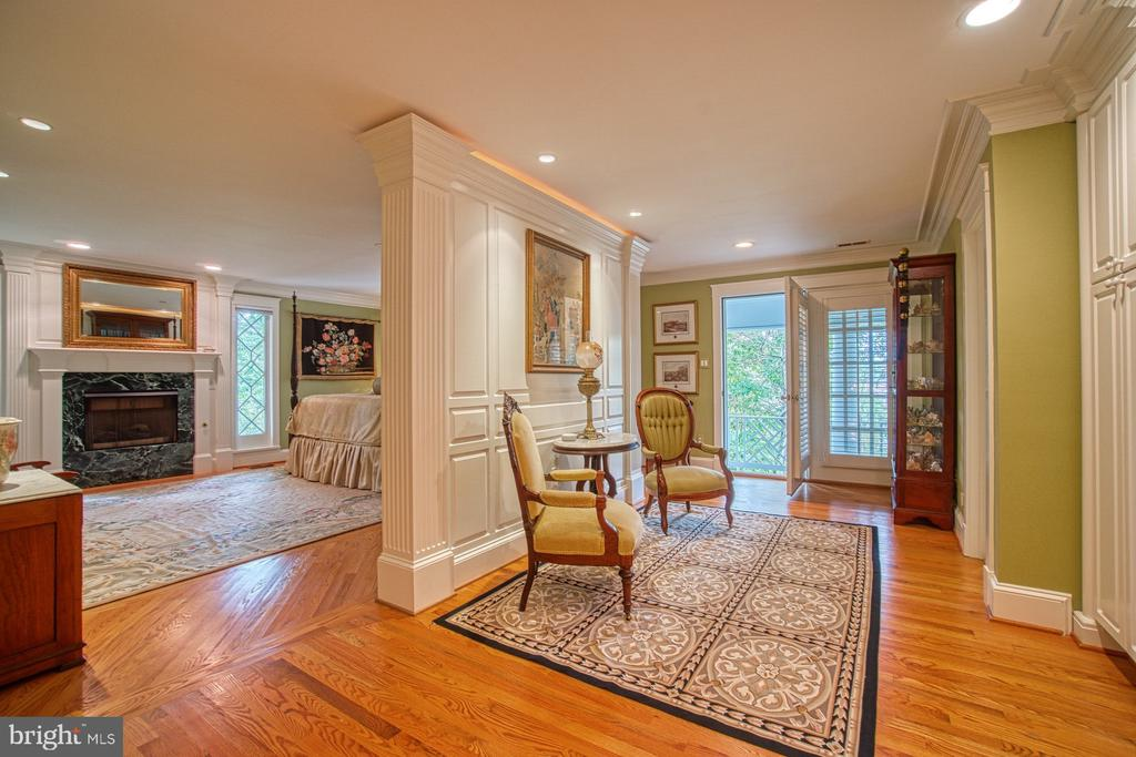 Enter the master suite... - 3812 MILITARY RD, ARLINGTON