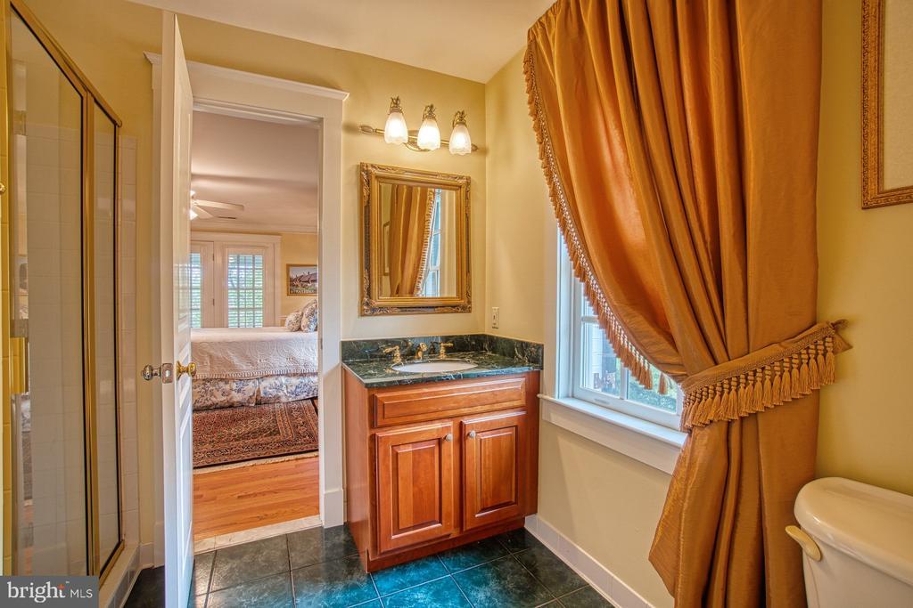 2nd level 2nd bedroom en suite bath - 3812 MILITARY RD, ARLINGTON