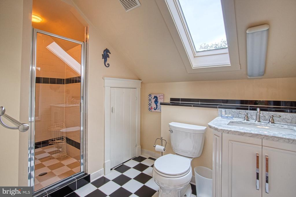 3rd level en suite bath for 3rd bedroom - 3812 MILITARY RD, ARLINGTON