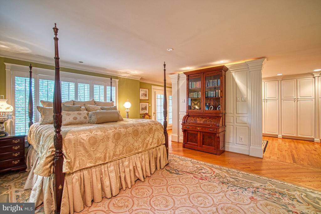 Master bedroom sleeping area - 3812 MILITARY RD, ARLINGTON