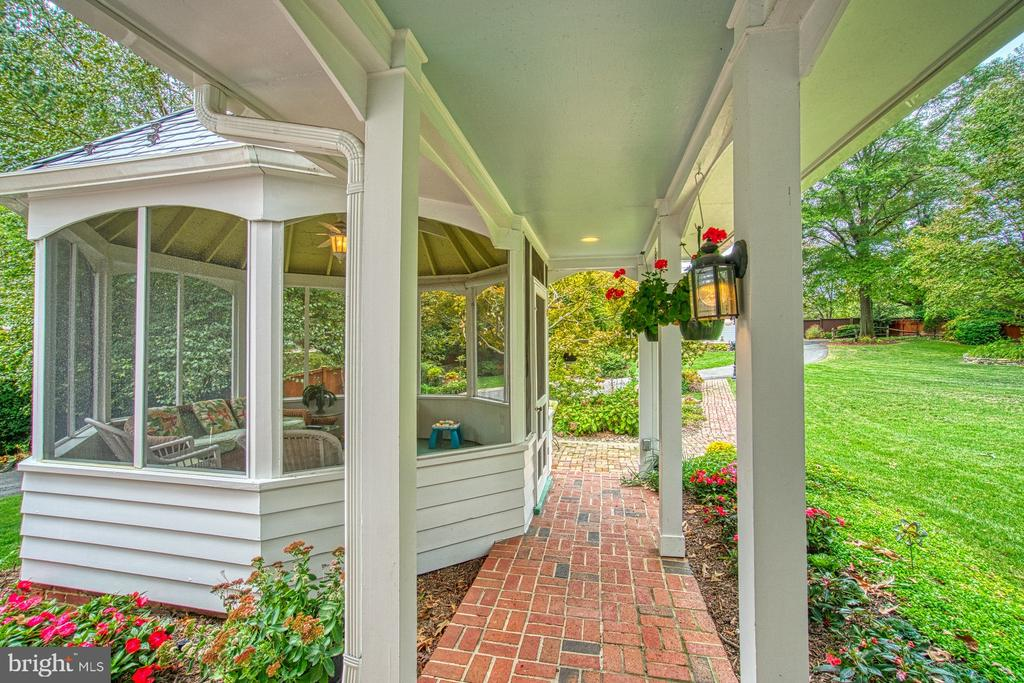 Covered walkway from the family room - 3812 MILITARY RD, ARLINGTON