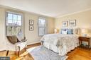 Sunny Master bedroom. - 102 ROBERTS CT, ALEXANDRIA
