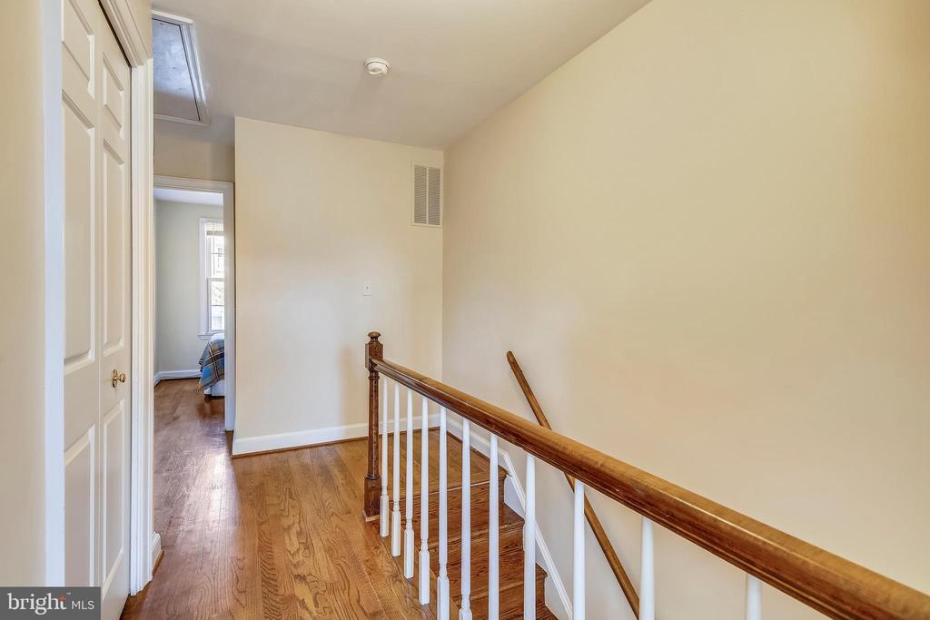 Third floor, linen closet, pull down attic steps - 102 ROBERTS CT, ALEXANDRIA