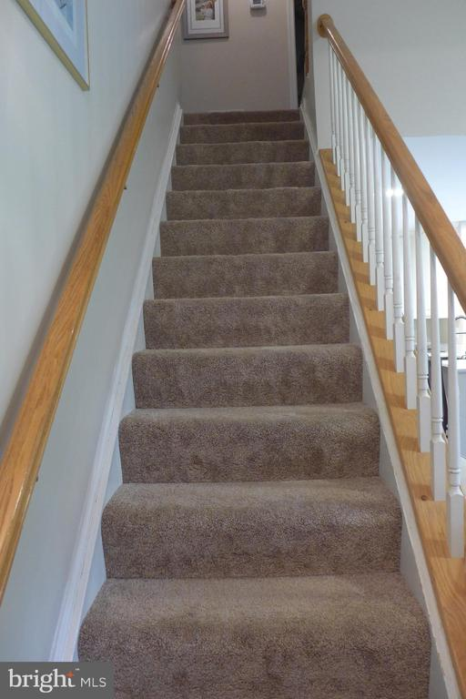 Stairwell to upper bedroom level - 11872 BRETON CT #12A, RESTON