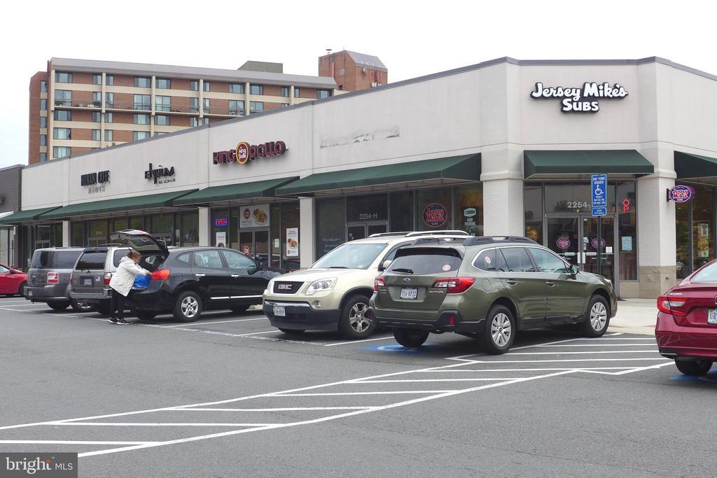 Hunters Woods Village Center shops - 11872 BRETON CT #12A, RESTON