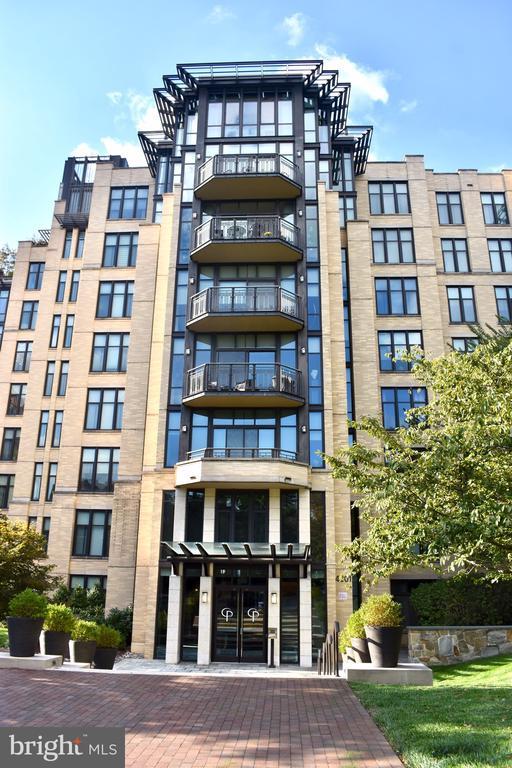 Building main entrance - 4301 MILITARY RD NW #315, WASHINGTON