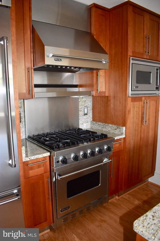 Viking stove - 4301 MILITARY RD NW #315, WASHINGTON