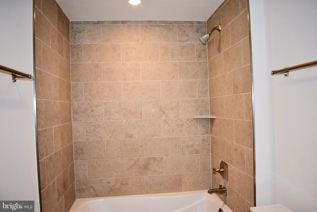 Tub in Master bath - 4301 MILITARY RD NW #315, WASHINGTON