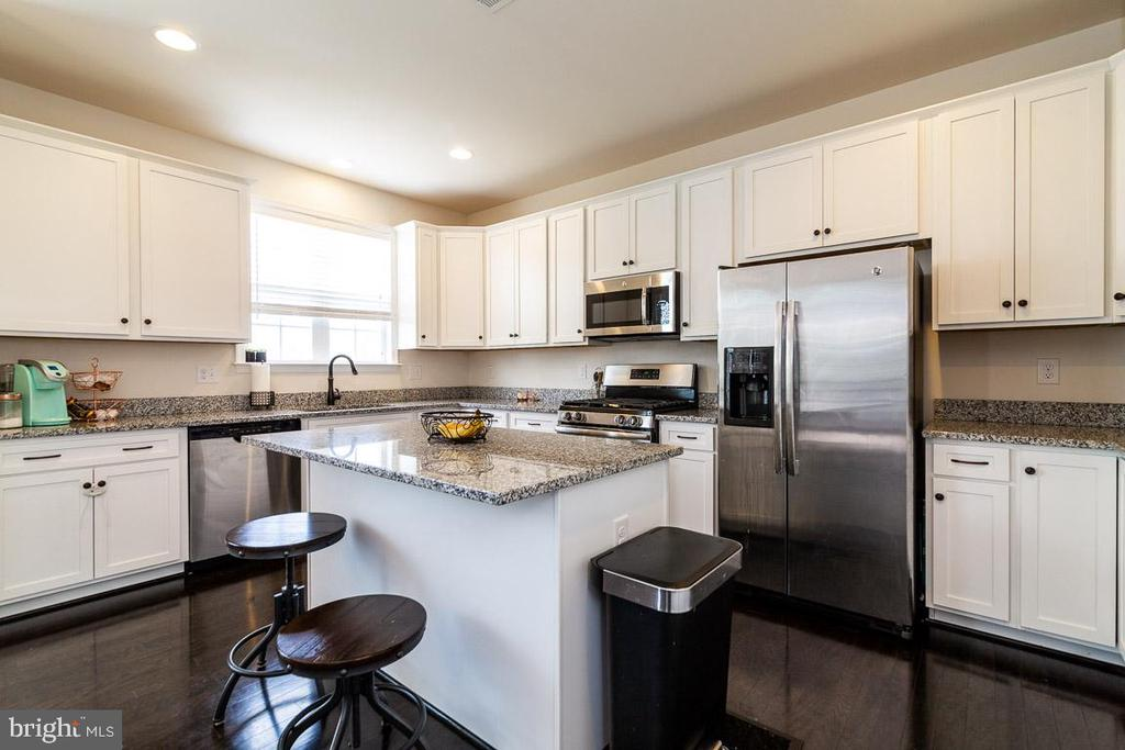 LARGE KITCHEN WITH 42 INCH CABINETS - 47 ORCHID LN, STAFFORD