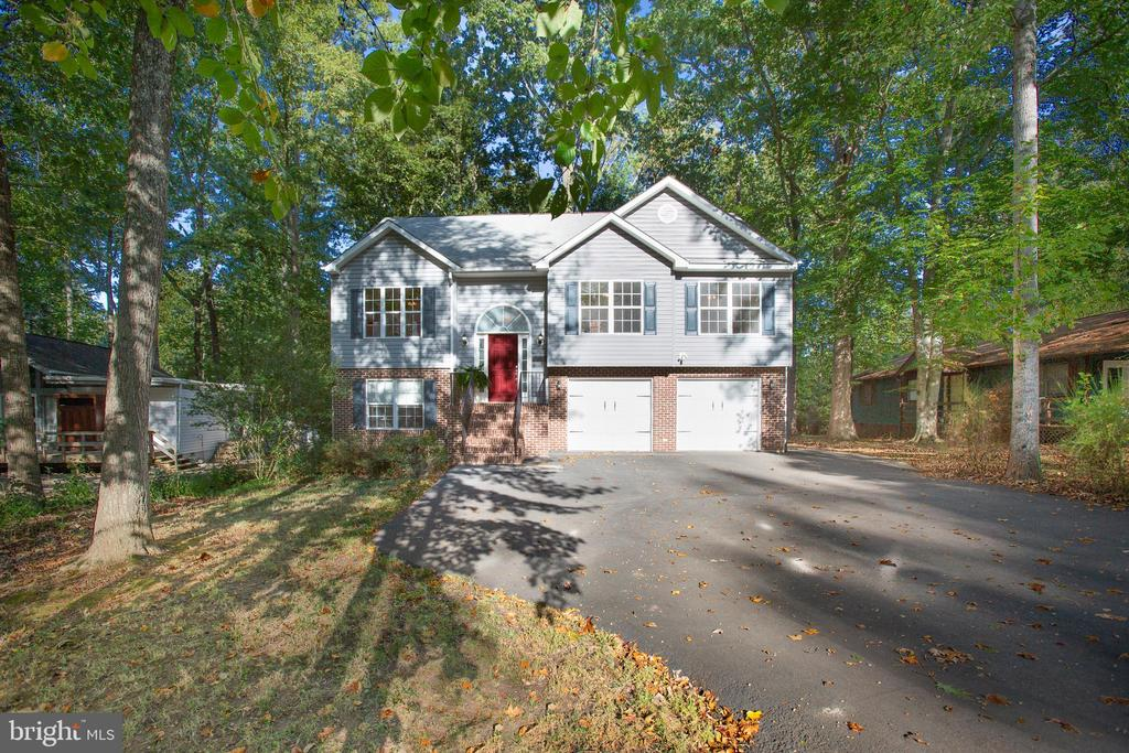 - 4215 LAKEVIEW PKWY, LOCUST GROVE