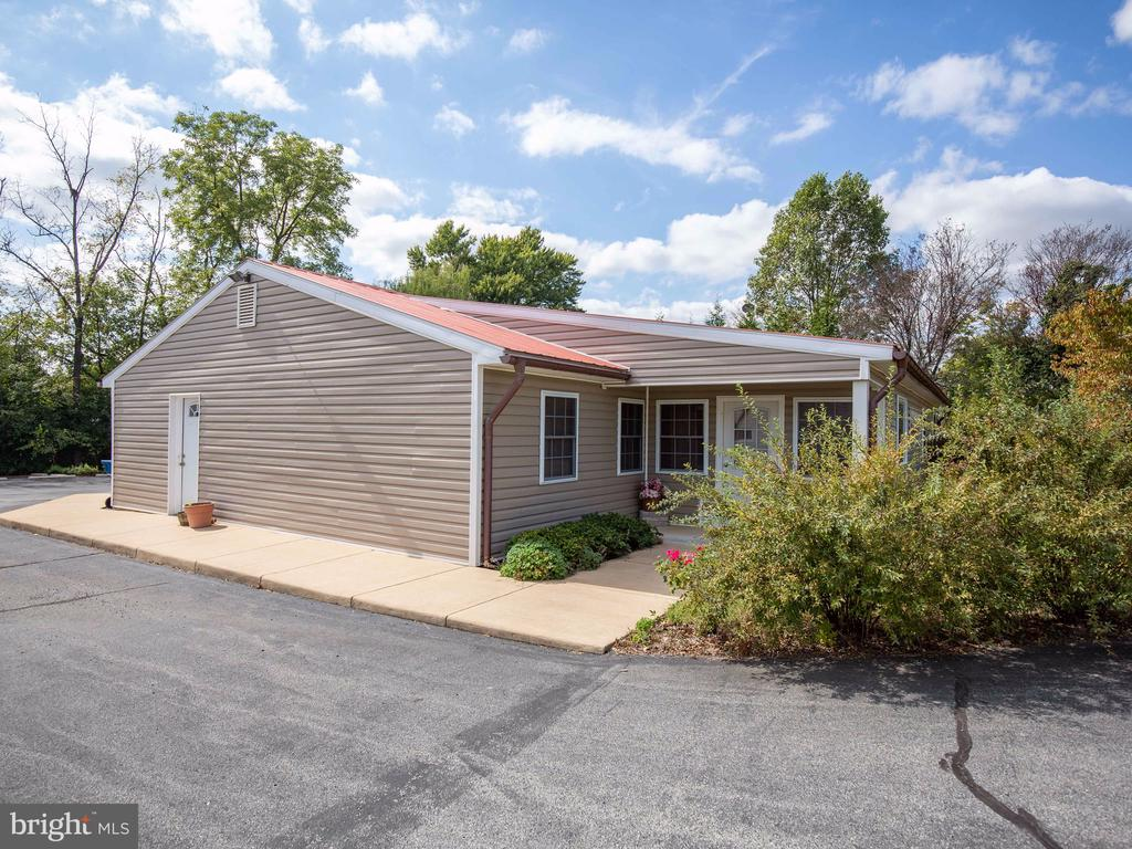 Zoned C1, Residential/Commercial - 629 E MAIN ST, BERRYVILLE