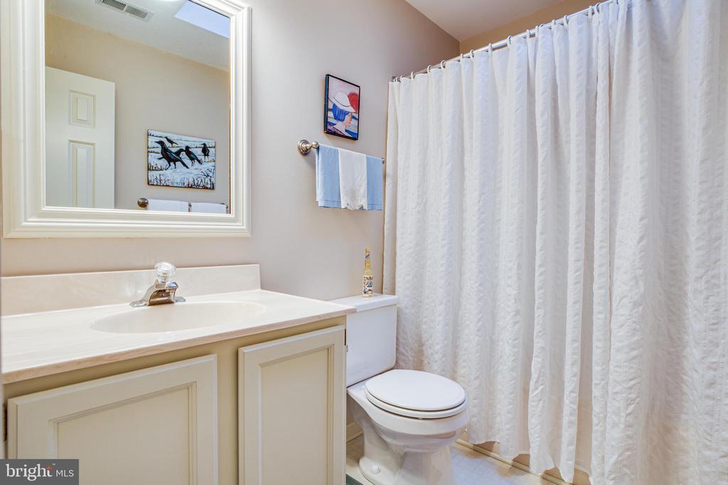 Hallway Full Bath Upstairs - 105 SAWICK CT, SPOTSYLVANIA