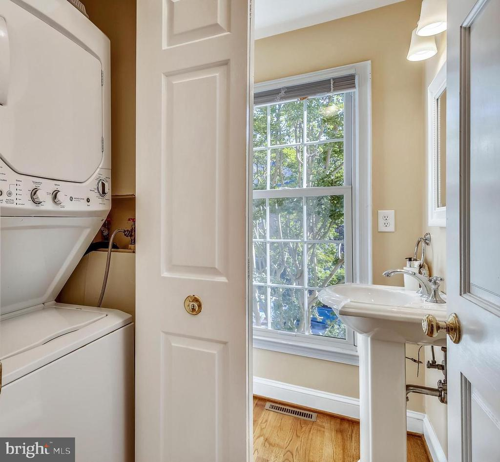 Half bath with utility closet. - 102 ROBERTS CT, ALEXANDRIA