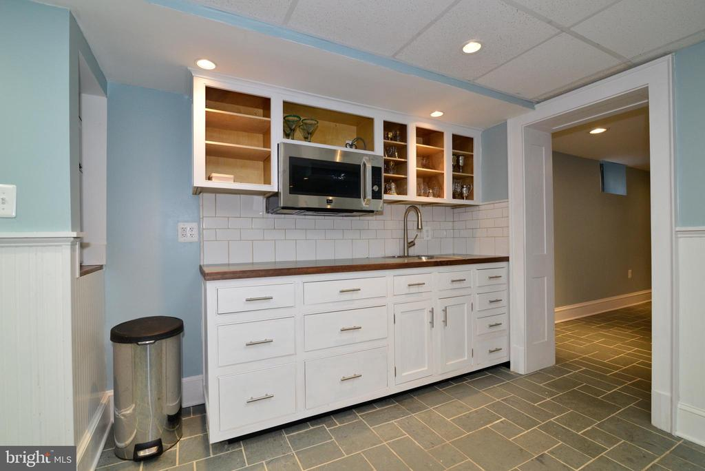 Basement Kitchenette - 100 E COLONIAL HWY, HAMILTON