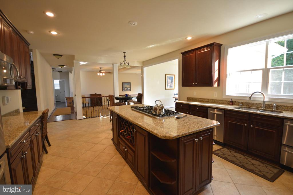 Everything upgraded! - 38 PRESIDENTIAL LN, STAFFORD