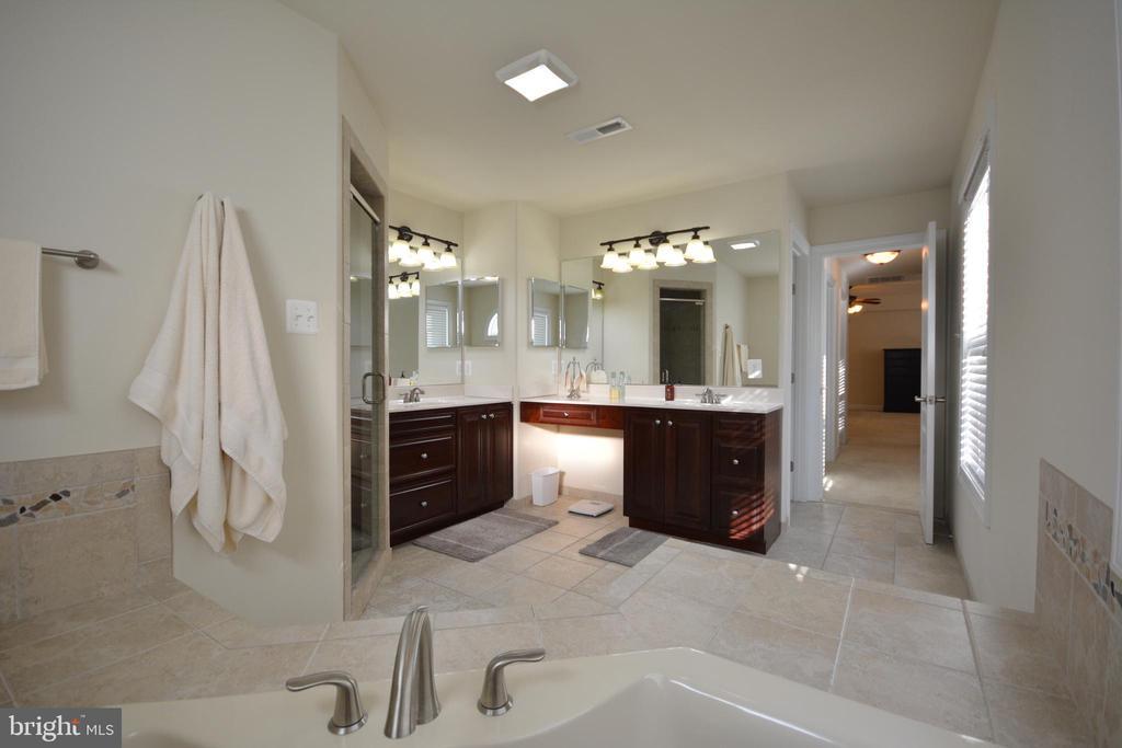 Master bathroom. Toilet room not shown. - 38 PRESIDENTIAL LN, STAFFORD