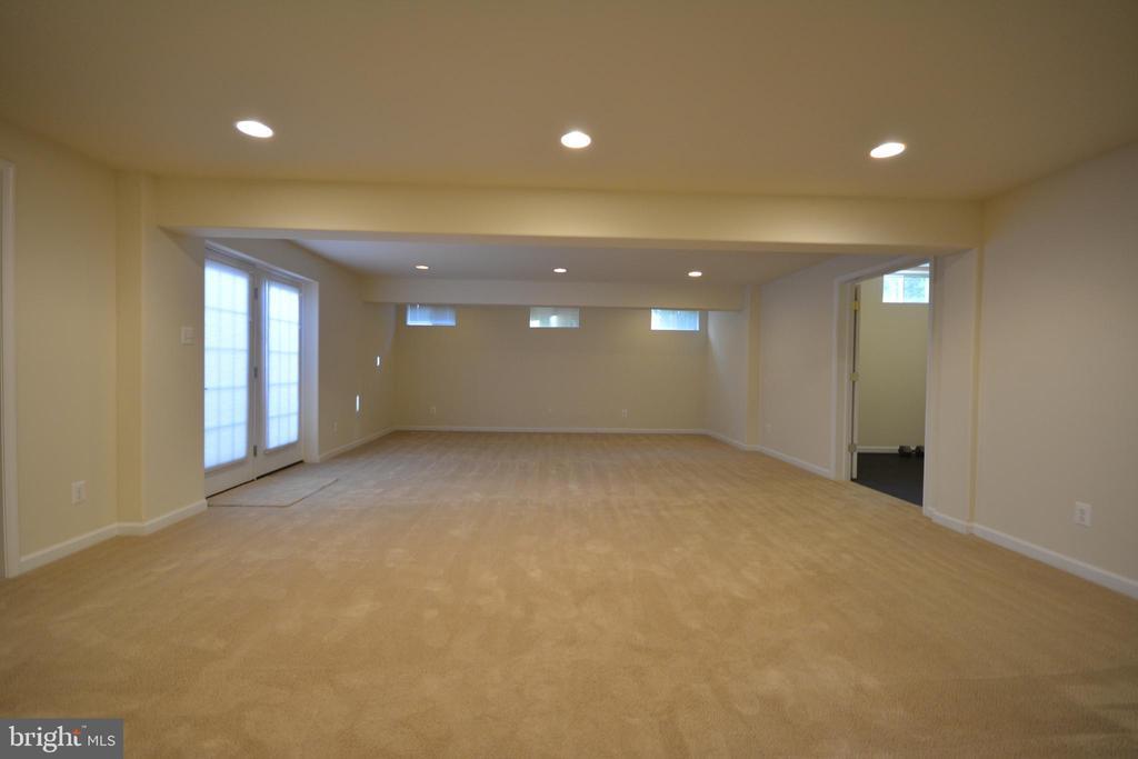 The  basement recreation room. - 38 PRESIDENTIAL LN, STAFFORD