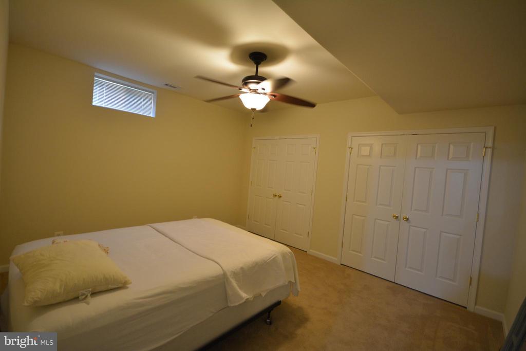 Basement bedroom without egress window. - 38 PRESIDENTIAL LN, STAFFORD