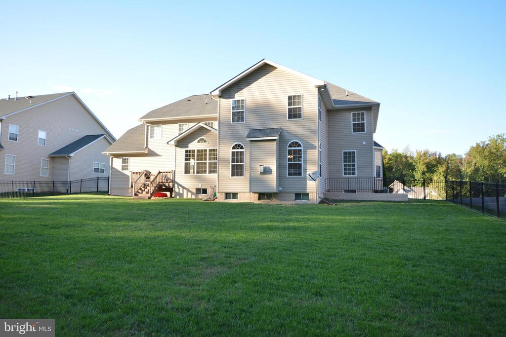 Spacious backyard for family and pets. - 38 PRESIDENTIAL LN, STAFFORD