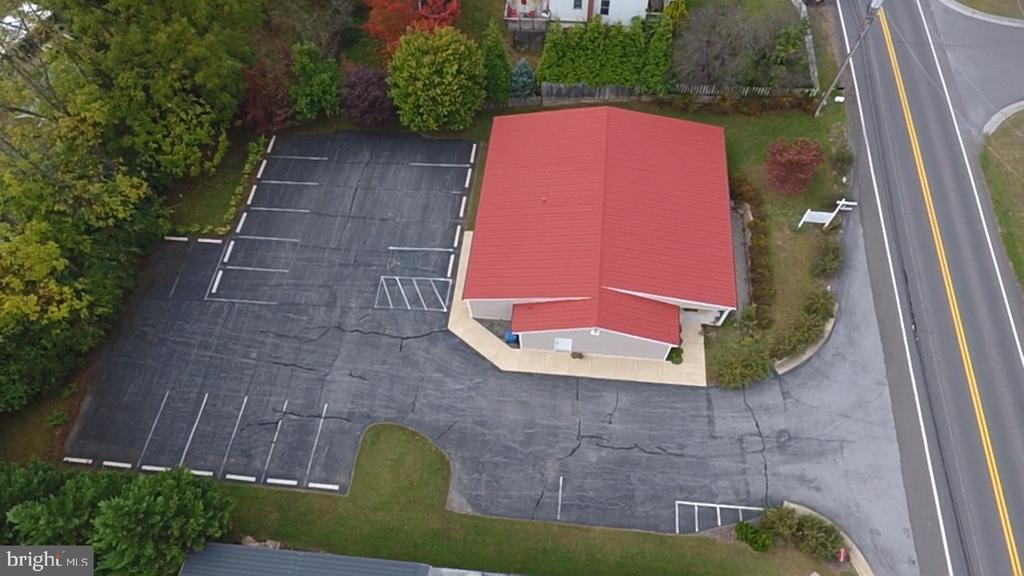 Ample parking, great visibility - 629 E MAIN ST, BERRYVILLE