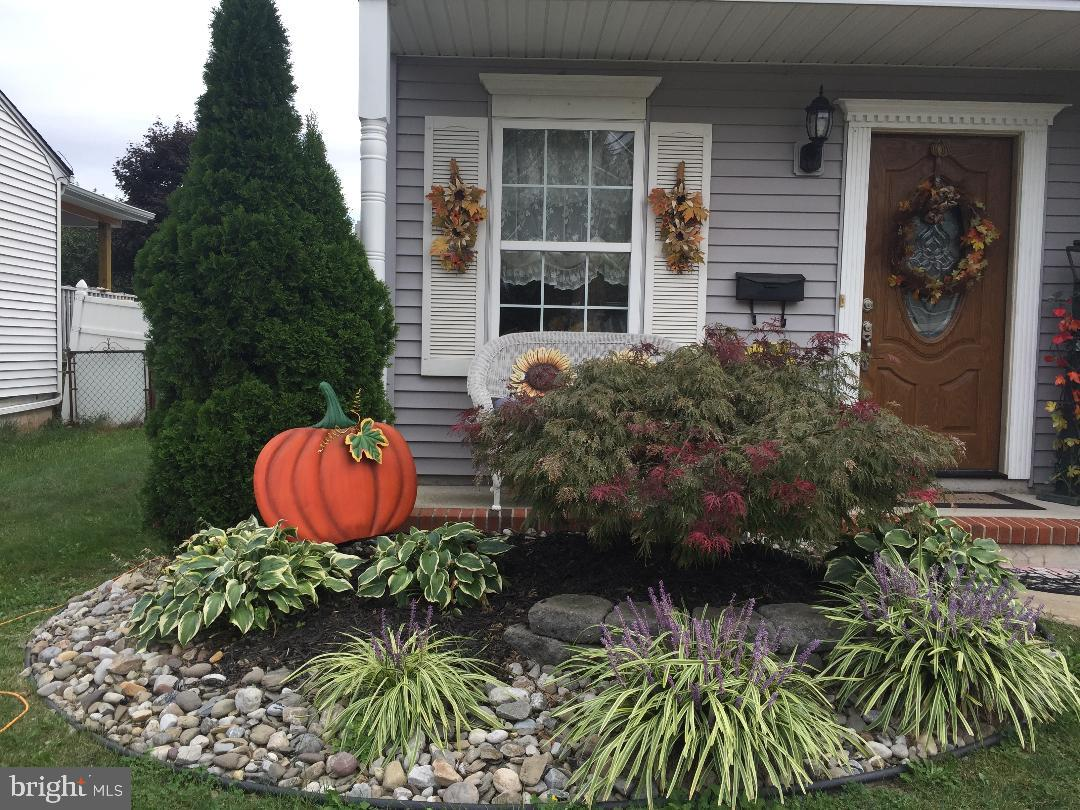 Single Family Homes för Försäljning vid Sewaren, New Jersey 07077 Förenta staterna