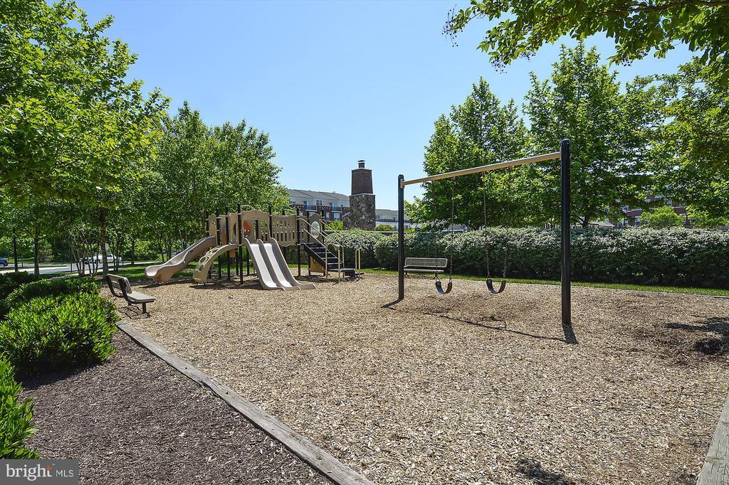 Playground - 42298 PEREGRINE TER, BRAMBLETON