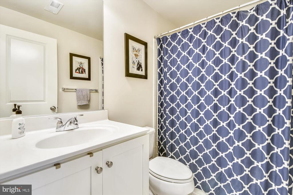 First Floor Full Bath - 42298 PEREGRINE TER, BRAMBLETON