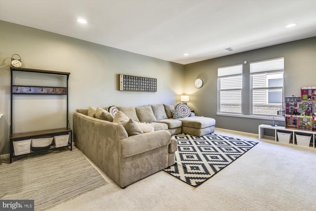 First Floor Rec Room - 42298 PEREGRINE TER, BRAMBLETON