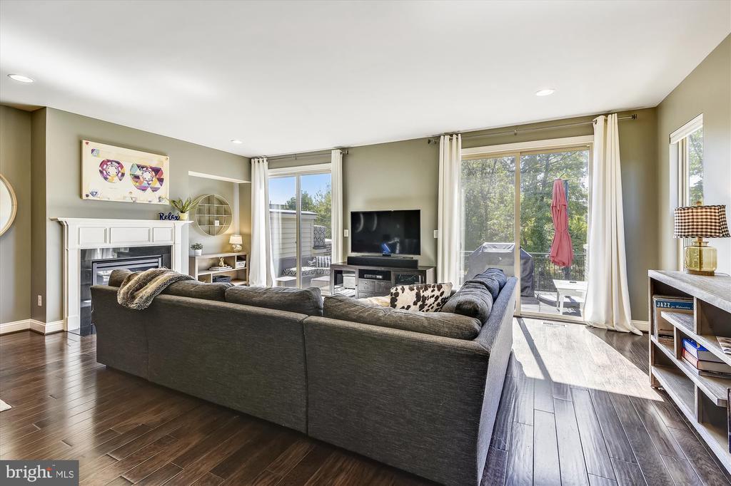 Family Room/Living Room off Kitchen - 42298 PEREGRINE TER, BRAMBLETON