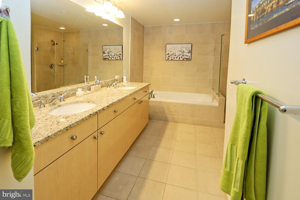 Luxury bath with granite tops and double sinks - 11990 MARKET ST #1914, RESTON