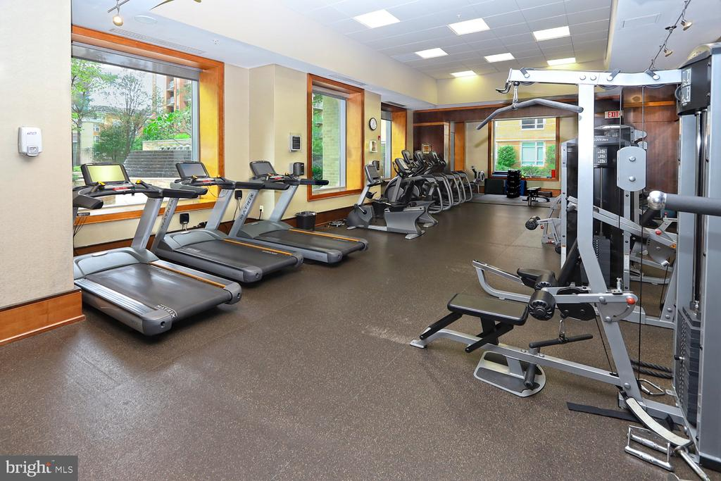 Fitness center with massage area - 11990 MARKET ST #1914, RESTON