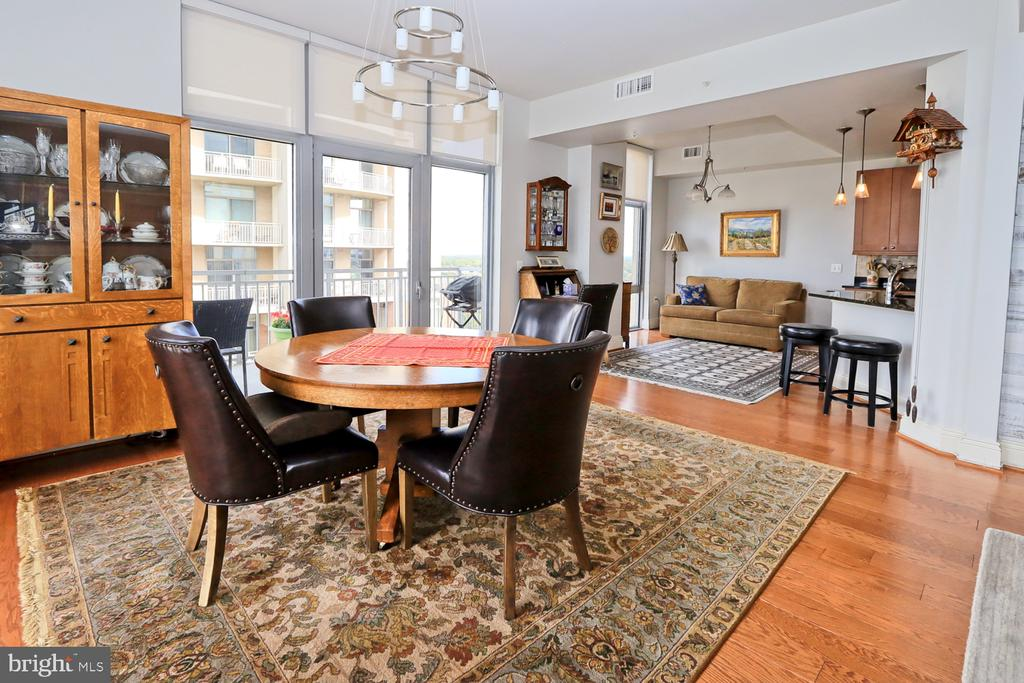 The family room/dining area - 11990 MARKET ST #1914, RESTON