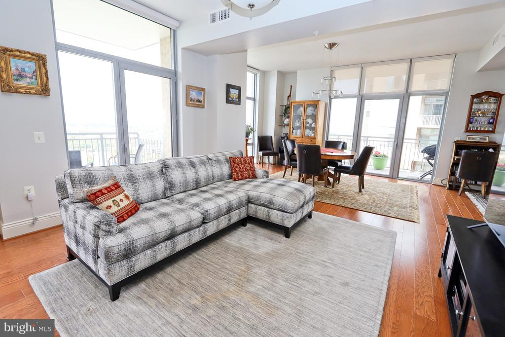 Open and bright with walls of glass - 11990 MARKET ST #1914, RESTON