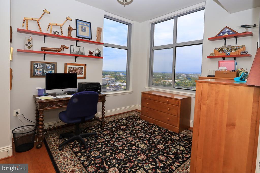 Bedroom 3 or a den/office space - 11990 MARKET ST #1914, RESTON